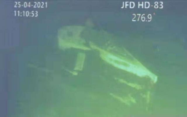 """马尔戈诺表示""""南咖拉""""号沉没不是因为人为错误,运行时处于良好状态,对于最初艇上人员超载的问题,南咖拉""""号搭载53人符合规定。既然都全部符合规定,为何南咖拉""""号潜艇断会裂成三部分。在海底如果是因为其他因素导致这起意外事件,那艇上人员为什么会没有没有时间穿上逃生服?"""