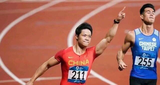 中国速度!大将风范!恭喜苏炳添再夺金牌!最近体育频繁传来好消息呢,苏炳添再破10秒,这场比赛真的是精彩至极,这天风速为-0.9/秒,刷新个人赛季最佳!还打破了赛会纪录!真的是太激动人心啦!
